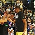 Kevin Durant鼓勵台灣青少年一起走出戶外打球,享受運動所帶來的夏夜樂趣