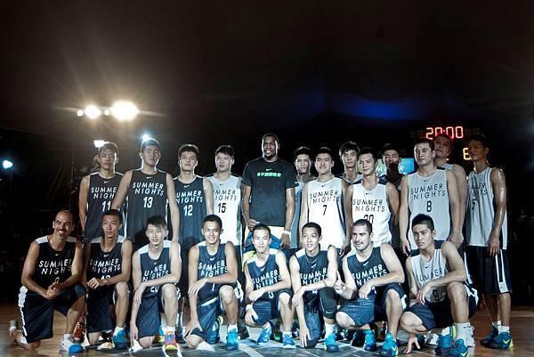 Nike運動員Kevin Durant前往Nike 13號特區為Nike Summer Nights活動揭幕,並與光華隊、U18台灣明星隊的年輕球員們切磋,展現全能球技