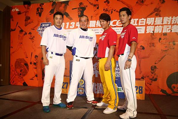 20130723 記者會照片(左到右為胡金龍、林泓育、周思齊、高志綱)