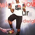 Dwight Howard 並在記者會現場以中文邀約台灣球迷明天「adidas 101球場見」
