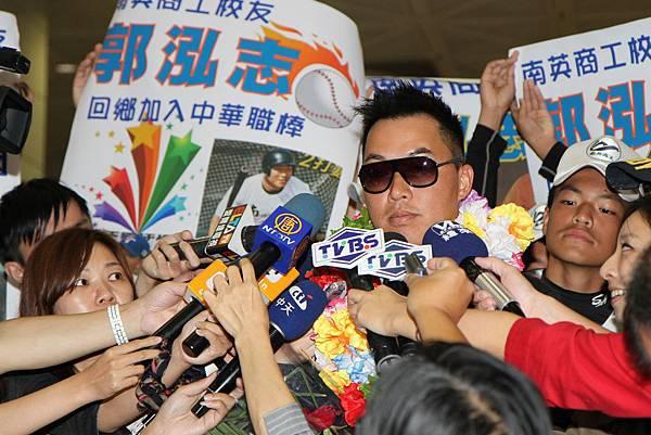 郭泓志接受媒體記者聯訪