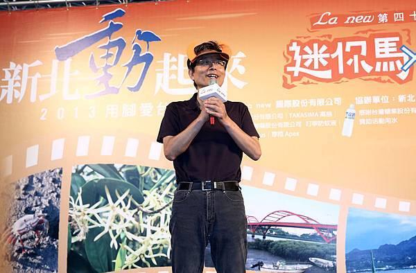 La new這次也結合企業識別牛角圖形,首創『台灣奔牛節』的主題,希望帶領如牛般堅韌、生命力旺盛的台灣人在勤勉工作之餘,持續用腳走出、跑出健康與活力,和La new一起奔向健康!