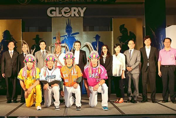 20131007  亞職大賽記者會(前排左到右為 周思齊、曾兆豪、陳鏞基、高國輝)