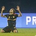 比利時球員Axel Witsel跪地慶祝