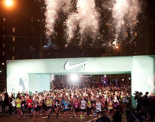 Nike與30000名女性運動員於舊金山同慶Nike女子馬拉松十周年