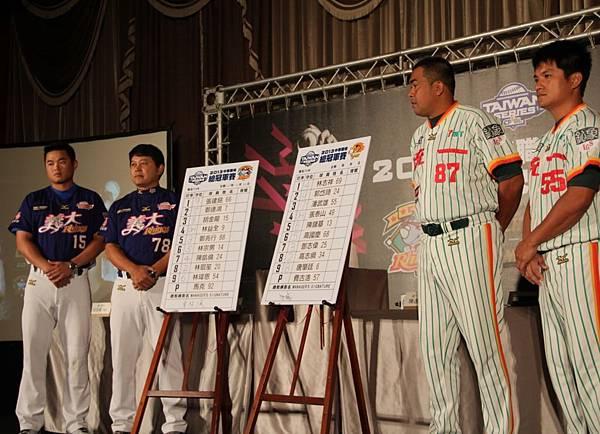 20131025 獅犀總教練公布首戰先發名單(左起胡金龍、曾智偵、陳連宏、潘武雄)