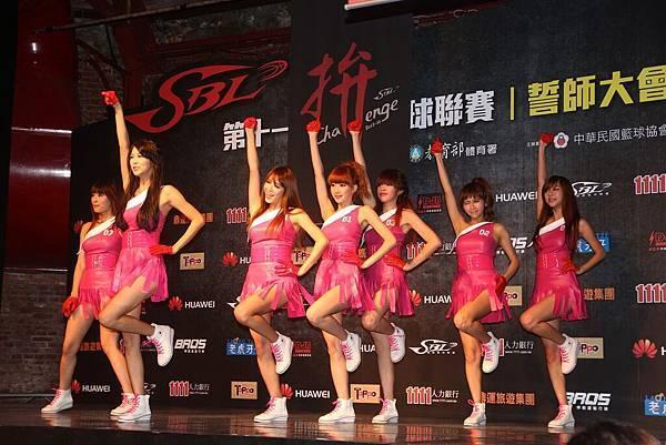 第十季SBL年度代言人天氣女孩載歌載舞,為新球季注入活力