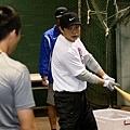 Nike運動員彭政閔於Nike All Taiwan Baseball Camp指導球員打擊技巧 (2)