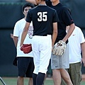 Nike運動員王建民於Nike All Taiwan Baseball Camp指導學員牽制跑壘者技巧 (2)