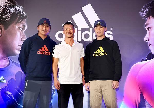 台灣adidas總裁畢寶元贈送李振昌與羅嘉仁象徵加盟的棒球帽,藉由本次的加入,adidas將持續幫助兩位台灣好手,一同追求最佳表現