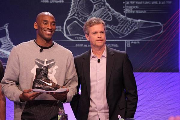 Kobe與Nike執行長Mark Parker介紹全新Kobe 9 Elite