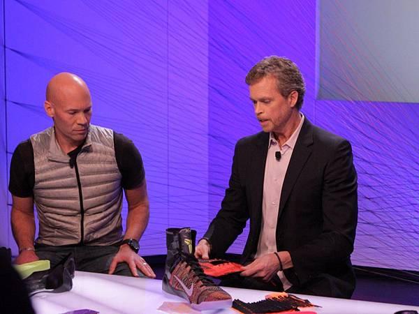 Nike執行長Mark Parker與創意總監兼設計師Eric Avir於發表會現場介紹Kobe 9 Elite的科技運用