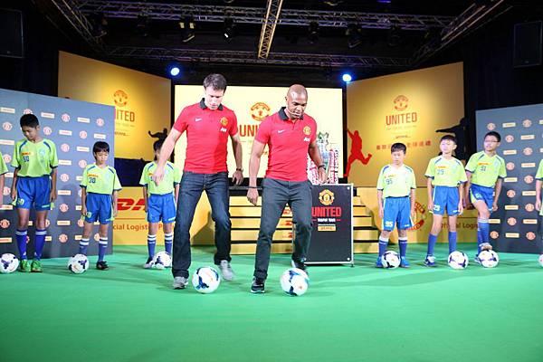圖一 DHL特別邀請台灣足球小學—天母國小學童學習、觀摩曼聯傳奇精湛足球技巧