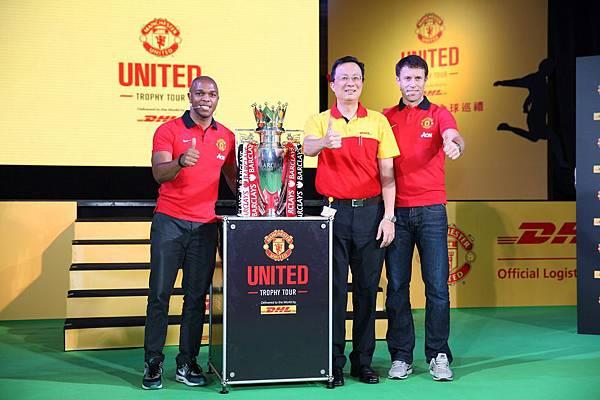 圖四 DHL 護送巴克萊超級足球賽獎盃至台灣