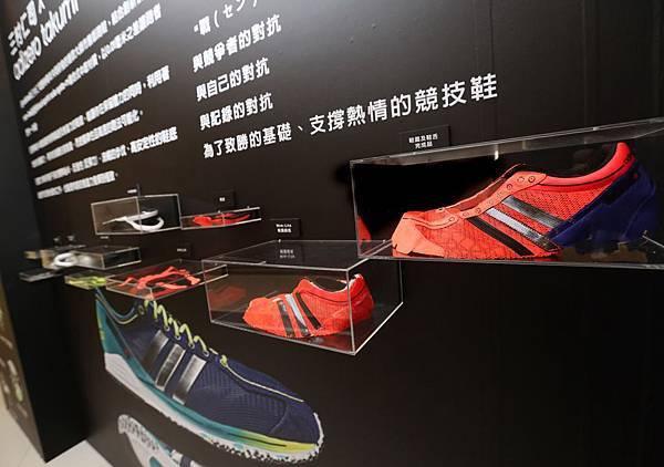 "adidas RUNNING LAB TAIPEI深度介紹由""日本鞋神""三村仁司先生與adidas共同打造的競賽型鞋款:adizero Takumi 匠系列跑鞋 並現場提供Mim-Lite鞋面材質體驗"