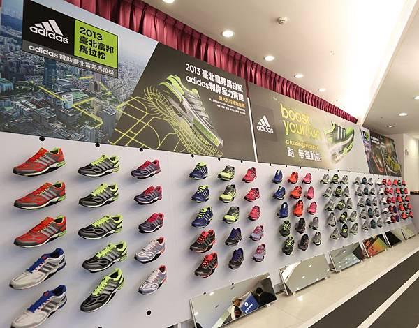 RUNNING LAB TAIPEI現場特別設有跑鞋販售區 由跑鞋專家依跑者需求提出合適的跑鞋建議