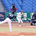 二局下韓國隊打者金王民植擊出適時安打帶有一分打點