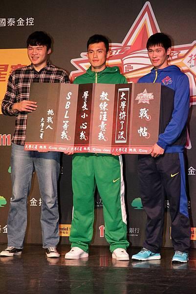 大學明星代表陳冠全特別到現場對SBL Rising Star代表呂奇旻、胡凱翔下戰帖,希望在大學明星挑戰賽可以激起不一樣的火花