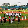南英OB賽校友、校隊齊聚台南棒球場,心手相連相約明年見