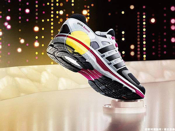 adidas推出全新進化鞋款Supernova Glide Boost 延續搭載革命性BOOST中底科技 極致跑感再升級-2