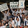 白襪球迷高舉標語向A-Rod嗆聲