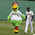 海盜吉祥物Pirate Parrot和Andrew Mccutchen