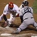 2009 World Series - 騰空滑壘得分
