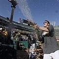 賽後噴灑香檳