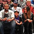 CC Sabathia和其子觀看籃球賽
