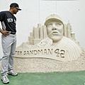 光芒送上沙雕人像 祝福Rivera