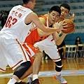 璞園簡嘉宏被臺銀許致強、高健益前後夾擊險些掉球