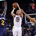 Stephen Curry三度寫下「30分15助攻5顆三分球」紀錄