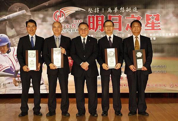 亞洲棒總會長頒贈感謝狀予華南企業集團公司