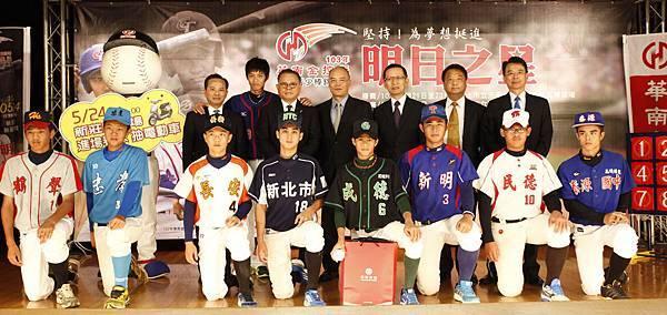 華南金控盃八強記者會合照