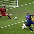 Arjen Robben率先破門
