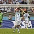 Messi退場致意