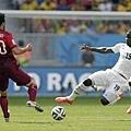 迦納球員Jonathan Mensah和葡萄牙球員Ruben Amorim