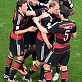 Miroslav Klose接受隊友喝采