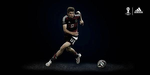 5.目前暫據金靴獎前三的Thomas Müller (5球),不僅都穿著adizero F50 鞋款出賽,並且三大射手所屬球隊也都由adidas所贊助