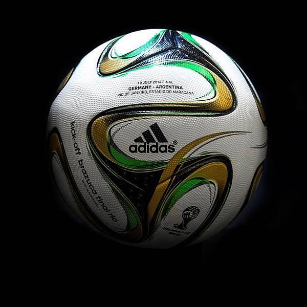 3.adidas也將決賽日期 、兩隊決賽隊伍(GERMANY - ARGENTINA)、比賽城市(RIO DE JANEIRO)與球場名稱 (ESTADIO DO MARACANA) 燙印於場上使用的決賽用球球面上,象徵巴西世界盃決賽永垂不朽的紀念