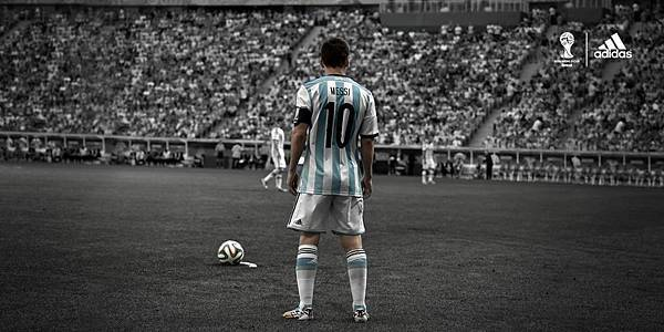 6.目前暫據金靴獎前三的Lionel Messi (4球),不僅都穿著adizero F50 鞋款出賽,並且三大射手所屬球隊也都由adidas所贊助