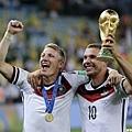 Schweinsteiger與Podolski慶祝奪冠