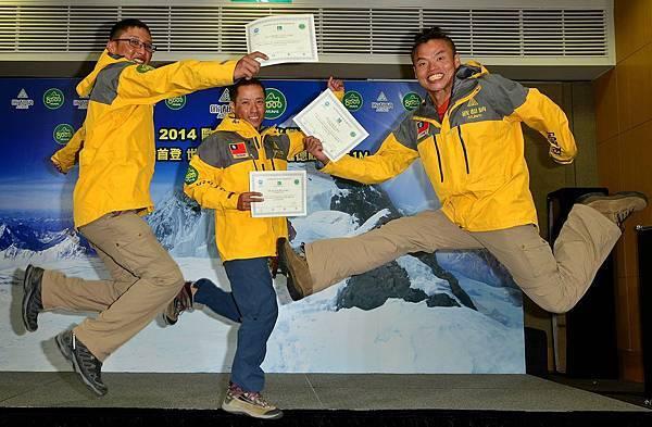 2014布羅德峰隊員張元植(左)、黃文辰(中)、呂忠翰(右),締造台灣史上第一個登頂紀錄,寫下自己人生新高度