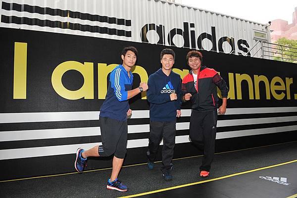 2.adidas邀請三大球星李振昌、羅嘉仁、詹智堯齊聚跑步博覽會,首度造訪adidas 101球場的三大球星,對於adidas能將全台最具指標的籃球場化身為前所未見的跑步博覽會皆感到相當驚艷。
