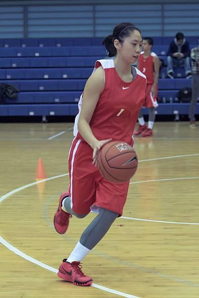 永仁高中控衛黃柔甄表示欣賞Kyrie過人的自信和信心,希望能夠學習到他厲害的運球與過人技巧