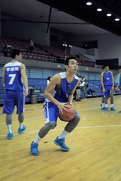 南山高中張建鑫表示最欣賞Kobe的多樣化的進攻技巧與對籃球的熱情。希望學習他的技巧並運用在未來的比賽中