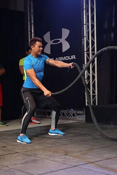 【0318UNDER ARMOUR 活動照片】拼勁十足是藍寅倫的招牌,即使遇到高手PK,身為專業運動員更是不遑多讓!