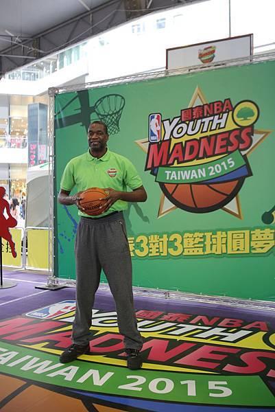 MUTOMBO參加2015國泰NBA Youth Madness起跑活動