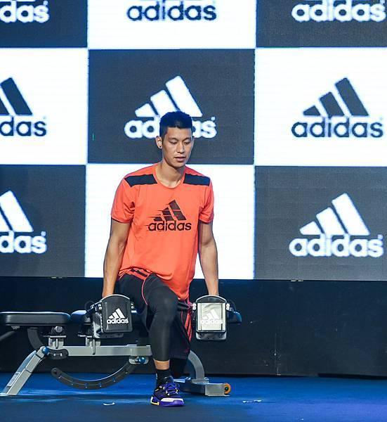 2.adidas以決戰夏日為主題,由林書豪號召熱愛籃球及訓練的球迷透過夏日持續投入對籃球的熱情、對訓練的專注
