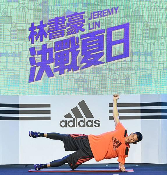 4.林書豪也在adidas的邀請之下,現場針對籃球訓練所需要的爆發性、敏捷度與肌耐力三大面向,親自示範個人專屬的訓練菜單